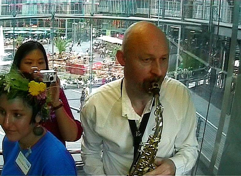 '¿Wohin? An amazing maze thing' uruppförs @Live Elevator Music i Berlin
